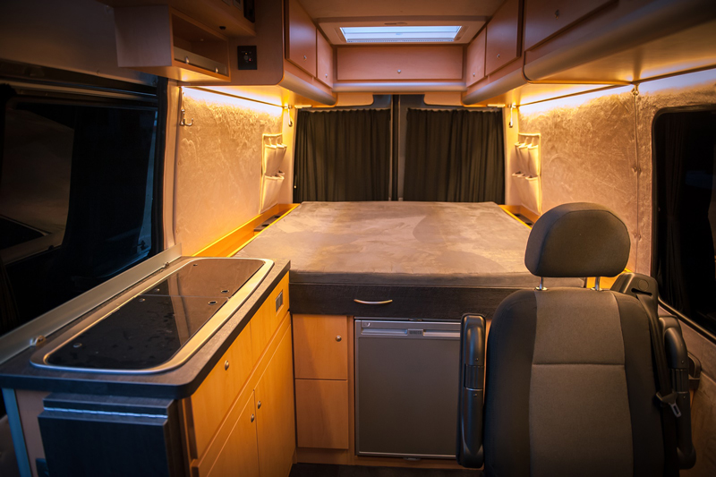 mercedes sprinter zum wohnmobil ausbauen lassen hier. Black Bedroom Furniture Sets. Home Design Ideas