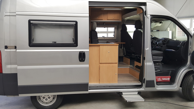 transporter zum wohnmobil reisemobil ausbauen lassen. Black Bedroom Furniture Sets. Home Design Ideas