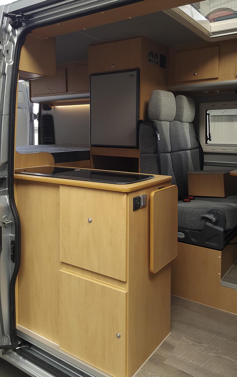 transporter zum wohnmobil reisemobil ausbauen lassen. Black Bedroom Furniture Sets. Home Design Ideas